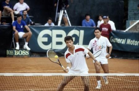 Cristian Araya y Pedro Rebolledo - Uruguay vs Chile, Copa Davis en el Carrasco Lawn Tennis, 19900203, hoja 29703, foto Gomez